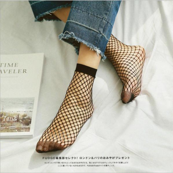 Vente chaude Mode féminine très court Stretchable Bonneterie Socquettes Sexy Fishnet solides Chaussettes noires 5 paires / lot Taille libre