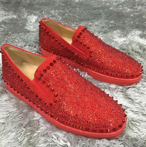 Модные заклепки с шипами, лодочки, мокасины, туфли для женщин, мужчин Модные туфли с красной подошвой, слип на страссах, повседневная обувь для прогулок, праздничные туфли 35-46
