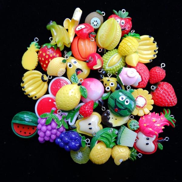 смешивать фрукты