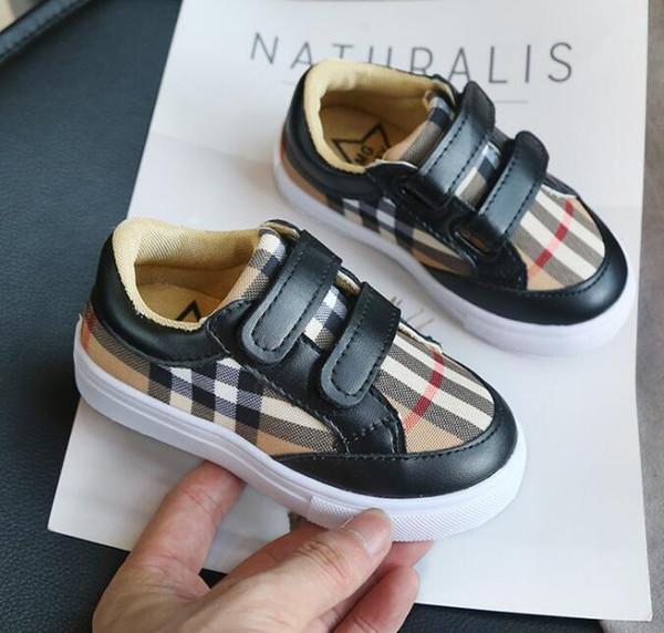 Yeni çocuklar erkek kız bebek çocuklar Için Rahat Ayakkabı ebeveyn-çocuk kahverengi siyah beyaz lüks moda tasarımcısı ayakkabı Chaussures Enfant Dökün