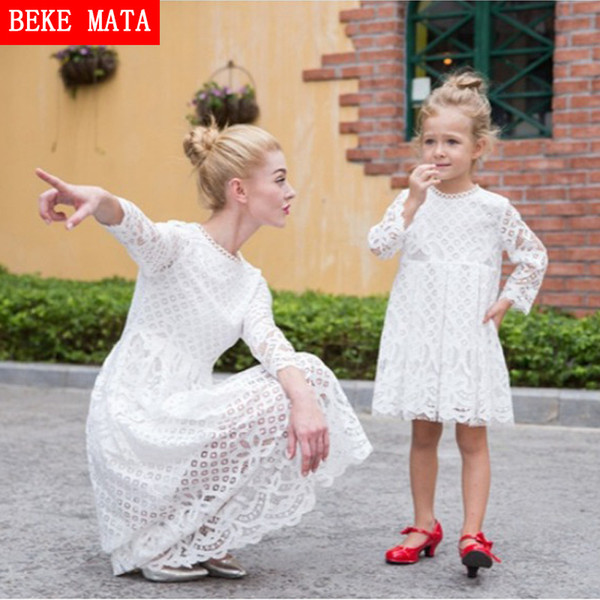 Beke Mata Mother Daughter Dresses 2019 New Autumn Lace Hollow Mother Daughter Matching Clothes Family Look Girl And Mom Clothing Y19051103