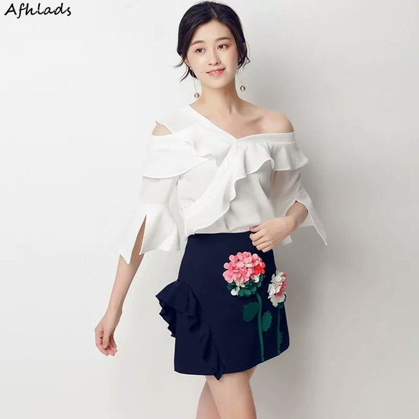 Runway 2019 Summer Ladies Traje de dos piezas Slim Ruffled Half Sleeve Tops blancos Moda Mini falda floral bordada Conjunto de dos piezas