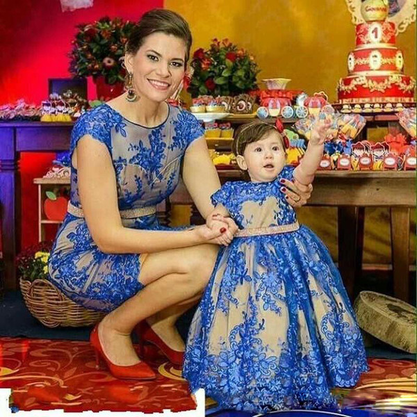Azul Bainha Mãe e filha Prom Dresses Jewel Neck manga curta com Sash vestido Crianças de casamento Vestidos Pouco meninas do aniversário