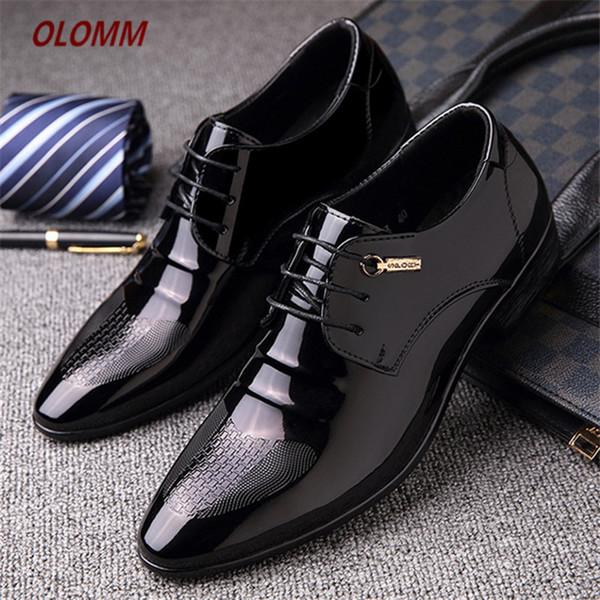 Nouveau arrivent mens chaussures en cuir verni hommes chaussures habillées lace up Toe pointu mariage Business Black Brown Men Formal