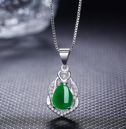 Pure white copper platinum red corundum pendant Retro Green Agate Pendant Necklace Silver Jewelry