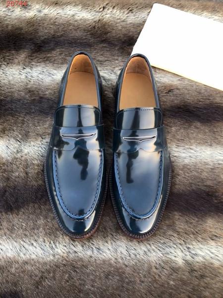 High-End-Herren-Business-Schuhe Alle importierten Stoffe fließen Licht und Farbe