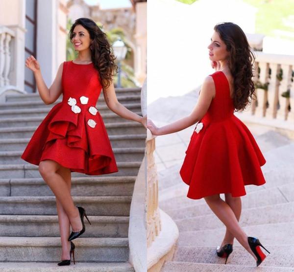 Compre Vestidos De Cóctel Cortos Rojos Y Pequeños 2019 Vestidos De Fiesta Juveniles Cuello De Joya En Capas Con Flores Hechas A Mano Vestidos De