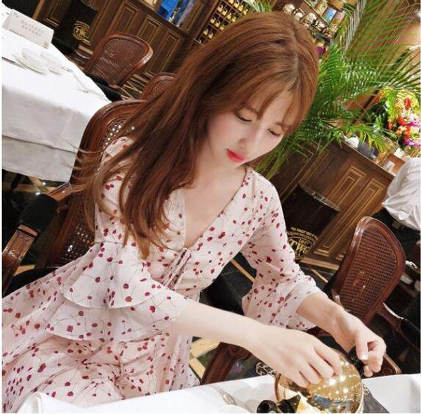 2018 summer new Korean version lady fashion broken flower slim slim hollow V collar lotus leaf sleeve a-word dress
