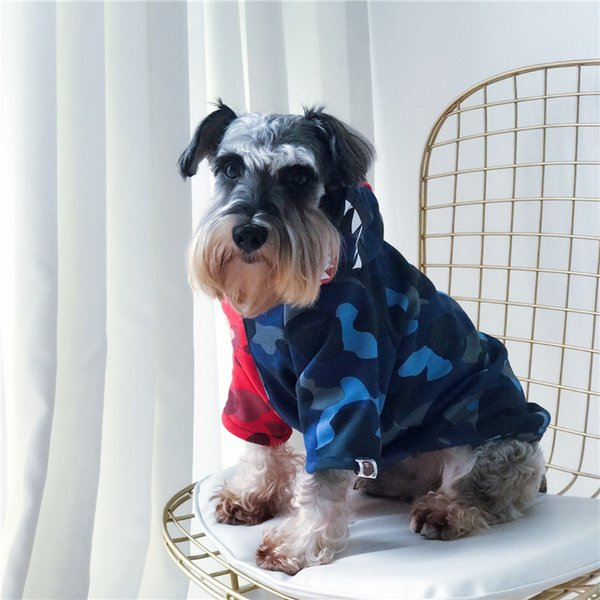Wholesael Tide Hot Shark Head Pets Apparel Red And Blue Patchwork Camo Sweatshirts Autumn Winter Dog Outwear