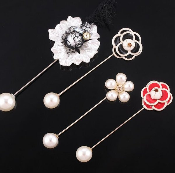 New fashion black and white Camellia flower brooch word pearl brooch coat sweater pin coat cardigan accessories