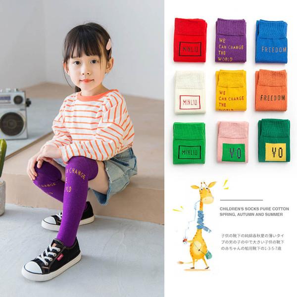 Şeker Renk Çocuk Çorap bebek çorap mektup pamuk rahat çocuk çorap atletik kız çorap öğrenci örgü diz yüksek çorap çocuk giyim A6525