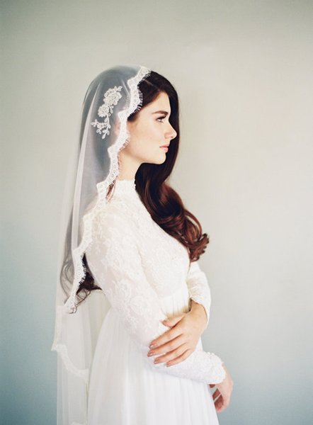 Hot Best Selling picture fashion One Layer Elbow Length Lace Applique Edge Custom White Ivory Alloy Comb Wedding Veil Meidingqianna Brand