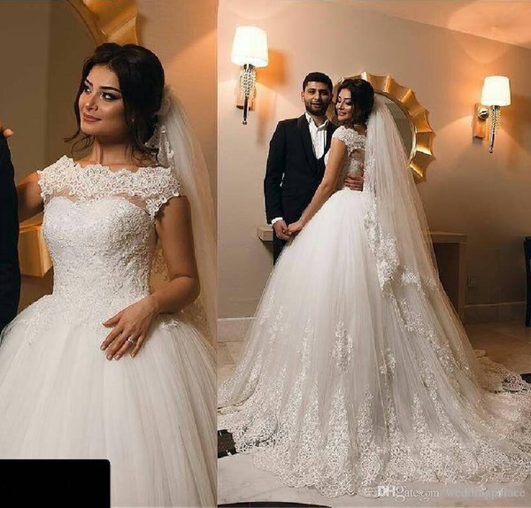 Newest Princes A Line Lace Wedding Dresses Vintage Appliques Vestios De Novia Short Sleeve Button Back Bridal Gowns Ball Gown Wedding Gowns