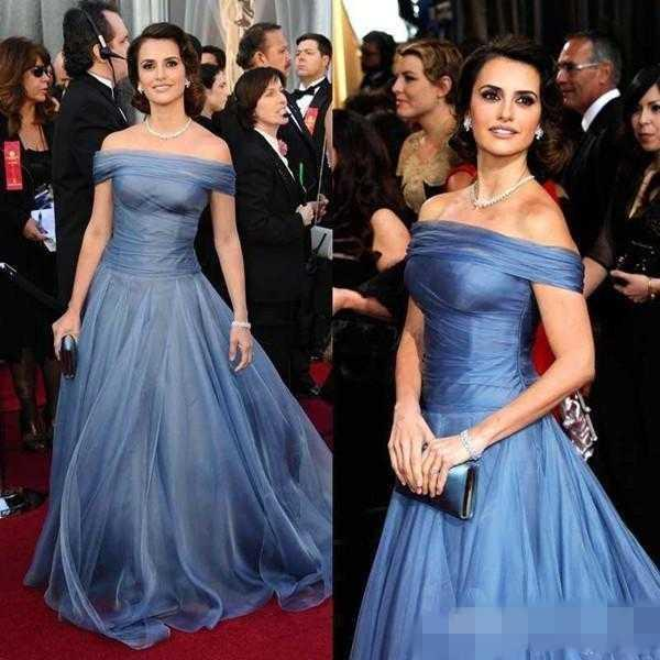 Ice Blue Celebrity Abendkleider Boat Neck bodenlangen Tüll A Line Off Shoulder Fairy Abendkleid Elegant Red Carpet Kleid für billige