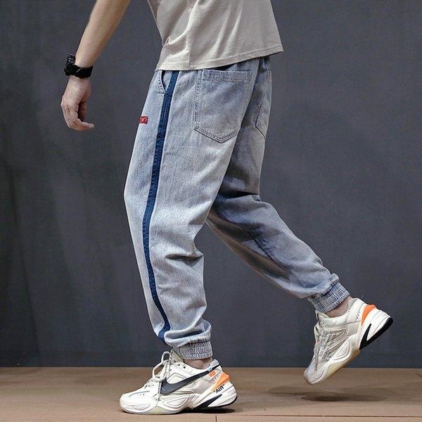 Модная уличная одежда Мужские джинсы Свободная посадка по бокам в полоску Дизайнерские шаровары Брюки с поясом Эластичный пояс Хип-хоп Бегуны Джинсы Мужчины