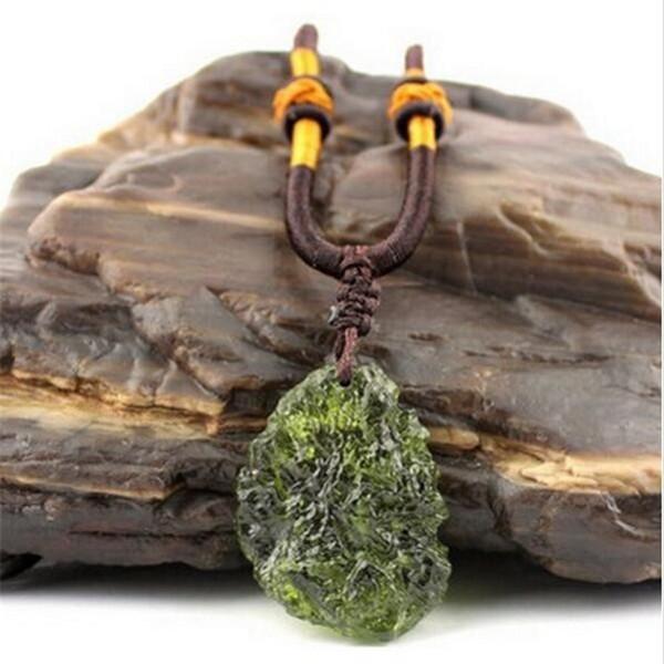 Vendita calda A ++ naturale Moldavite verde cristallo aeroliti ciondolo in pietra di energia apotropaic4g-6g / lot + corda libera unica collana