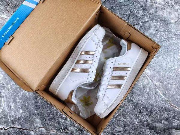 scarpe da uomo di lusso firmate des chaussures piattaforma sneakers vintage scarpe da uomo tacchi firmati Sneakers basse in pelle Ace Bee Stripes Shoe