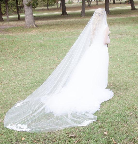 Zarif En Sıcak Lüks En Çok Satan Gerçek Resim Bir Katman Kesim Kenar Düğün Veils Gelin Fildişi Beyaz Katedrali Uzunluk Alaşım Tarak