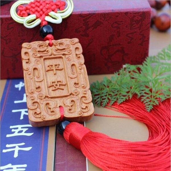 1 PC Peach Wood Carving Pingente Amuleto Pendurado Estátua de Segurança Tranquila Escultura Charme Jóias Presente BBB0055
