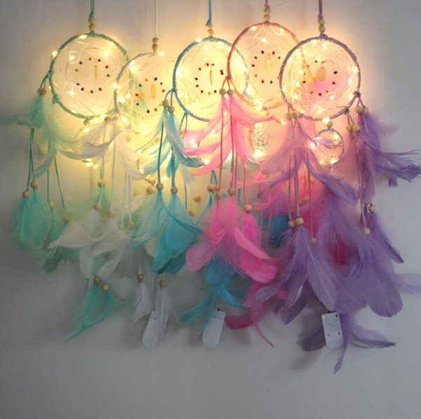 Dream Catcher Iluminación LED Pluma Dream Catcher Girl Room Campana Dormitorio Colgante romántico Decoración Colgante de pared KKA6873