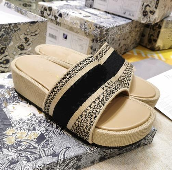 Cream and black 5cm heel
