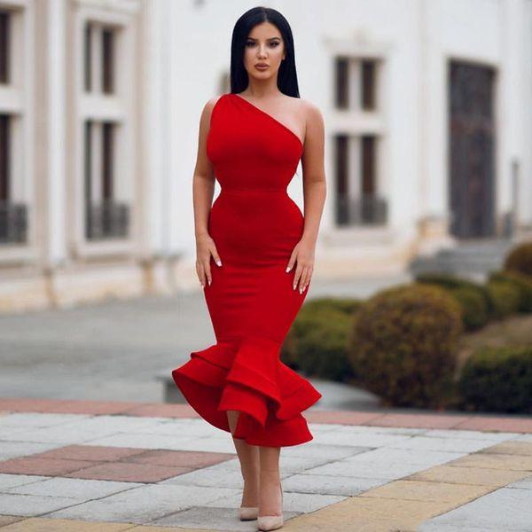 Vestidos de fiesta de sirena rojos simples Longitud de Tes Vestidos de noche de cóctel con un hombro Vestido de trompeta sexy Ocasión formal