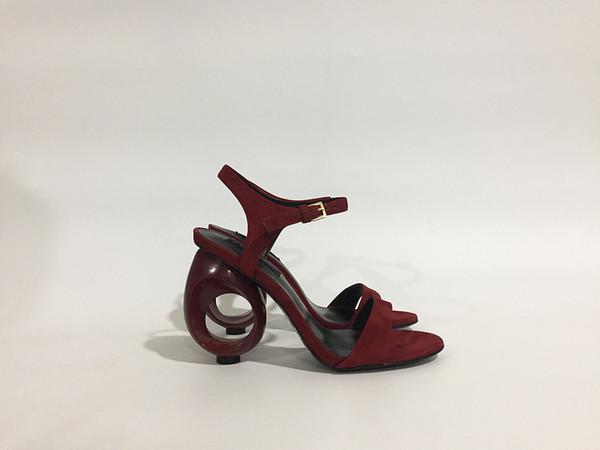 Hot Sale-2019 Verano recién desgin sandalias de tacón rojo vino ahueca hacia fuera talón partido dama zapatos talla 41 en venta