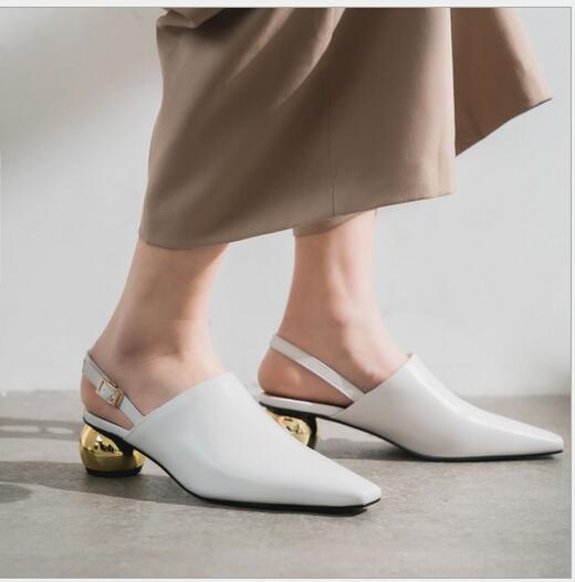 Nuovi sandali in metallo color testa di capra con testa quadrata e cinturino posteriore euro-americani con signore della moda