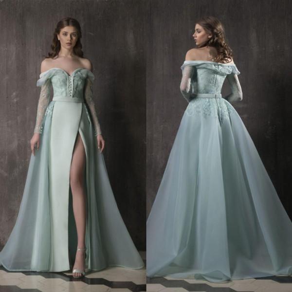 Sage mit langen Ärmeln Spitze-Abschlussball-Kleider weg von der Schulter Overskirt Side Split formale Kleid einer Linie Fußboden-Längen-Organza-Abendkleider