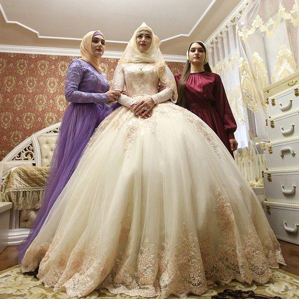Elegant Muslim Long Sleeves Appliques Wedding Dresses Ball Gown Islam Women Bride Fashion Maxi Gown Custom Made with Petticoat Bridal Dress