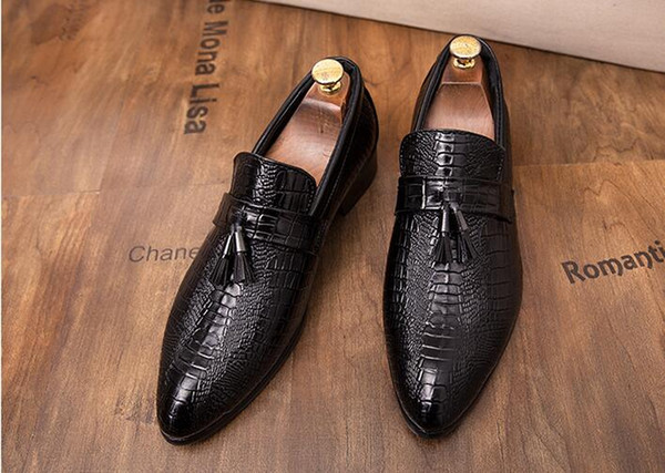 Men Flats Slip On Red Black Tassel Crocodile Shoes Men brand Moccasins Shoes Casual Men Loafers Leather Shoes 1a42