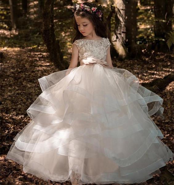 Robes florales de dentelle de fille de fleur robes de bal enfant robes de reconstitution historique train long beaux petits enfants FlowerGirl robe formelle