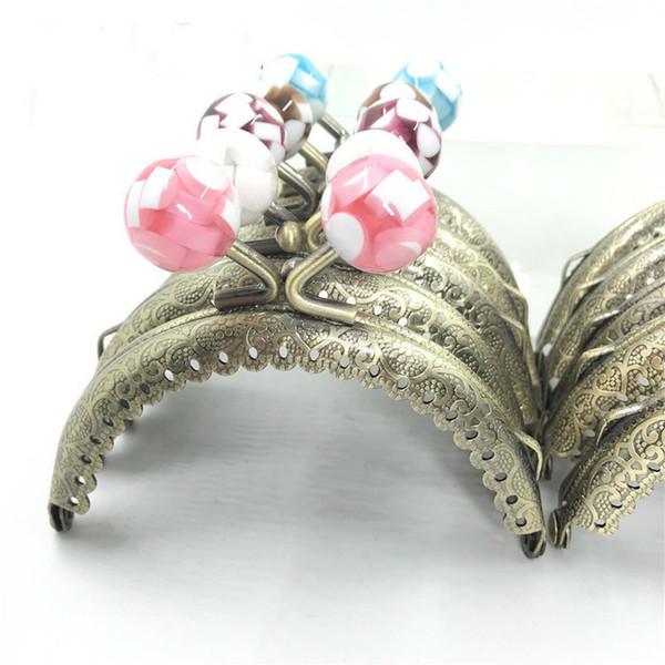 10 Farben Metallrahmen Bogen Kuss Schließe Handtasche Blumenmuster Rüschen Mode Mini Geldbörse Süßigkeiten Gepäcktasche Zubehör 8,5 CM