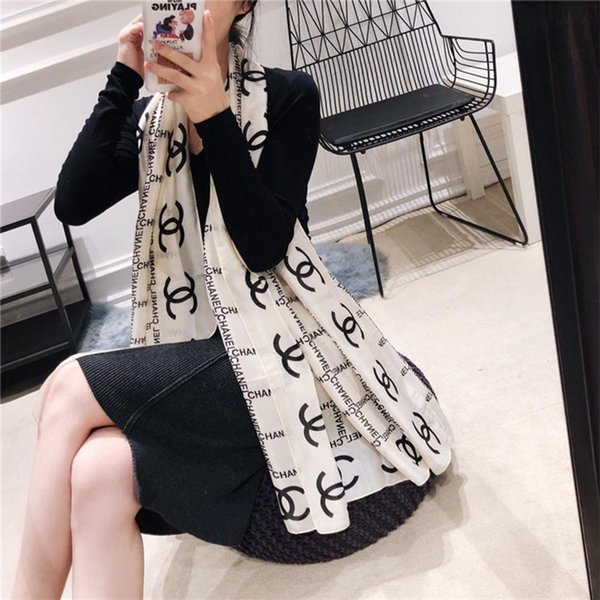 Top Modedesigner Seidenschal Markenschal Damen weichen super langen Schal Schal Frühlingsmode bedruckte Schals 180 * 90 cm.