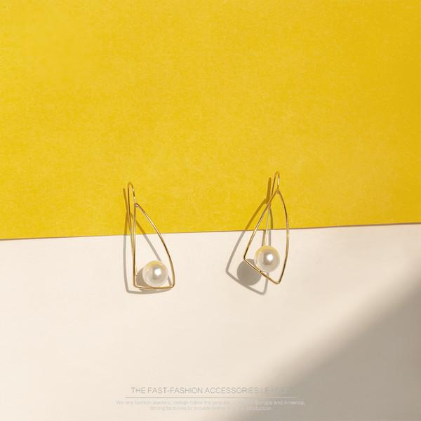 Pendientes de perlas de la minoría coreana caliente 2019 Pendientes de joyas dulces y frescas Pendientes simples japoneses y coreanos al por mayor