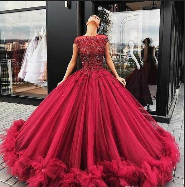 Ball Gown Prom Dresses 2019 Burgundy Lace Applique Crystal Beaded Short Sleeves Ruffles Tulle Puffy Long Evening Gowns Custom Plus Size