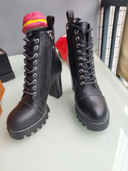 Style européen classique, chaussures pour dames, chaussures, bottes Martin, bottes de motocycliste, bottes sexy, décoration de lettre, fond en caoutchouc à talons hauts