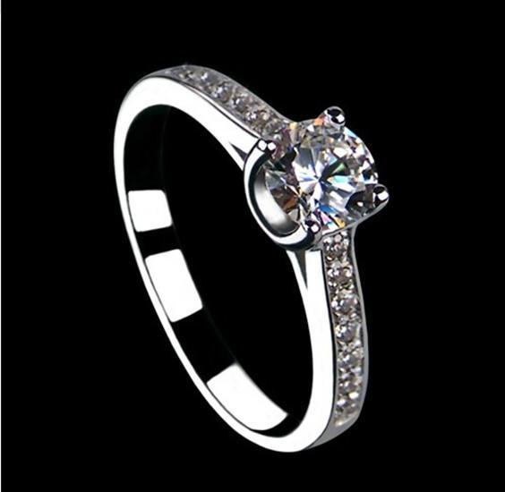 Estilo afortunado 0.5CT VVS1 Anillo de matrimonio de diamante sintético para mujer Anillo de plata esterlina maciza Perfecto Día de aniversario de boda Regalo para dama