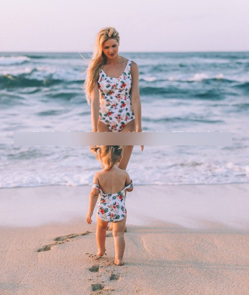 Sommerkinderblumenblätter druckten Badeanzugmädchen backless siamesischer BADEKURORT-Strand, der Mutter und Tochter zusammenpassende Ausstattungen F6667 schwimmt