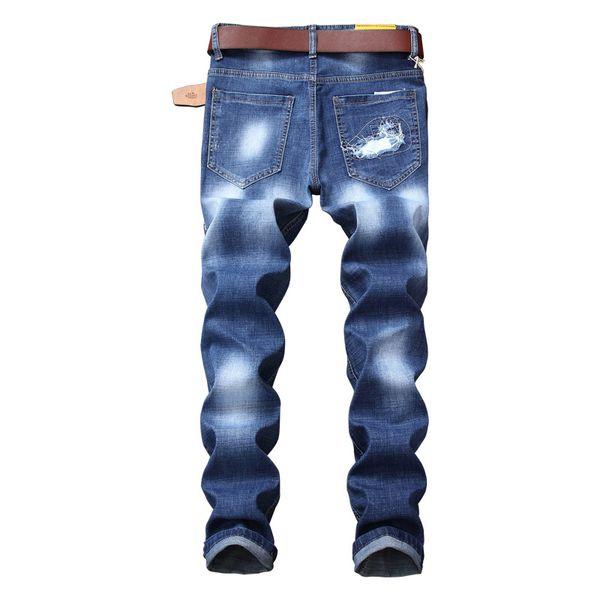 0b975c08571 Hombres de estilo americano europeo pantalones vaqueros delgados Pantalones  de mezclilla rectos Agujero de la insignia Pantalones vaqueros elásticos ...