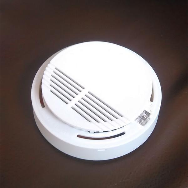 Detector de humo Alarmas Sensor del sistema Alarma de incendio Detectores inalámbricos separados Seguridad para el hogar Alta sensibilidad LED estable W 85DB 9V Batería 50