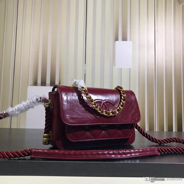 The latest ladies single shoulder messenger bag chain decorative plaid leather bag designer bag black white wine red number: 06558.