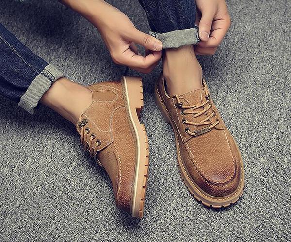 Chaud! Les chaussures pour hommes de printemps et d'automne: une nouvelle baisse pour aider les chaussures Martin en cuir vintage grand cuir chevelu tendance