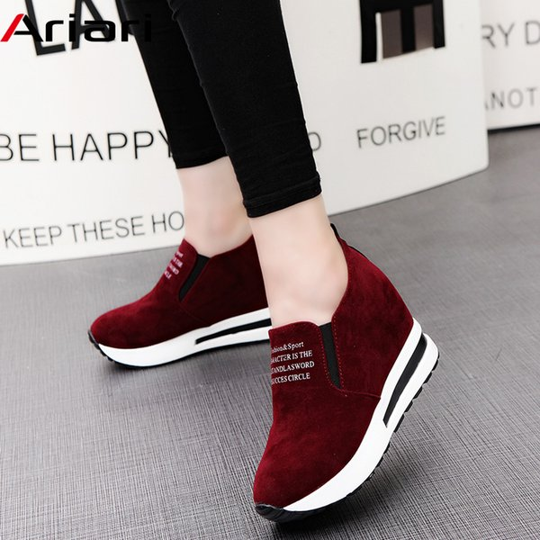 Designer Dress Shoes 2019 Flock Tacco alto Lady Casual Zeppe Sneakers donna per il tempo libero Piattaforma traspirante crescente Slip On Calzature