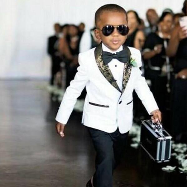 Guapo Blanco Niños Boda Esmoquin Slim Fit Trajes de solapa con patrón dorado para niño Ropa formal Un botón para niños Padrinos de boda Blazer + pantalones