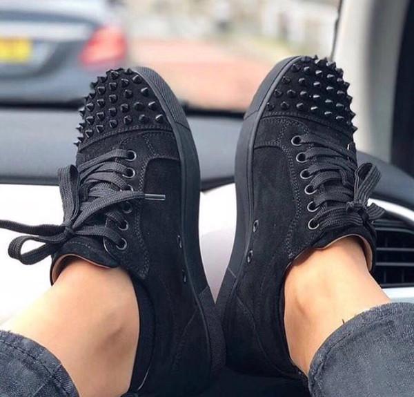 c3ef10337 Novo Designer de Tênis Preto Low Cut Spikes Flats Sapatos Famosos Fundo  Vermelho Para Homens E