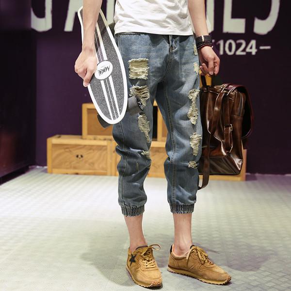 Moda 2017 Verão Casual jeans finos masculinos Afligido Adolescente Rasgado buraco mendigo Leg Denim Capri calças Comprimento Da Calça calças Dos Homens
