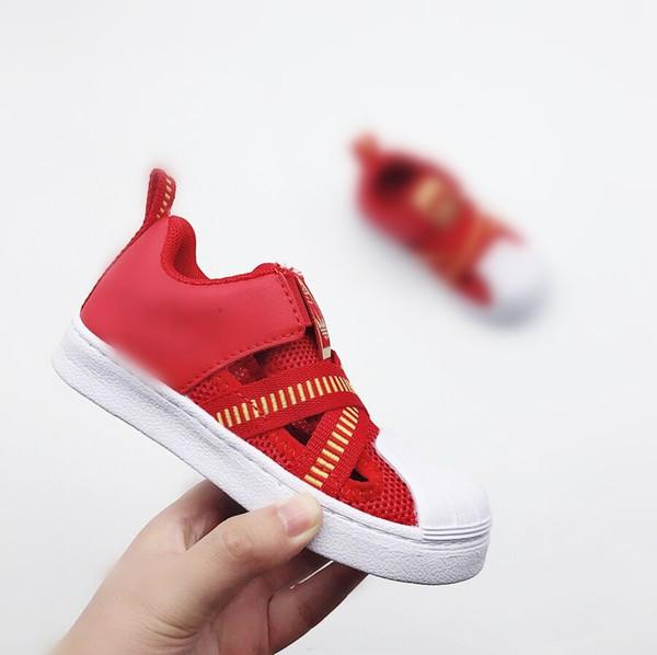 Crianças Sandálias de Verão Da Marca (A) Novo Designer Crianças Flats Respirável Anti-escorregadio Meninos Meninas Fechados Toe Chinelos Sandalias Moda Sapatos