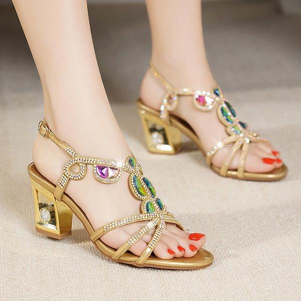 2019 Nuevas sandalias de diamante de tacón alto de agua para mujeres de verano, gruesas con inserciones de diamante, cómodas y con un solo botón, zapatos con punta