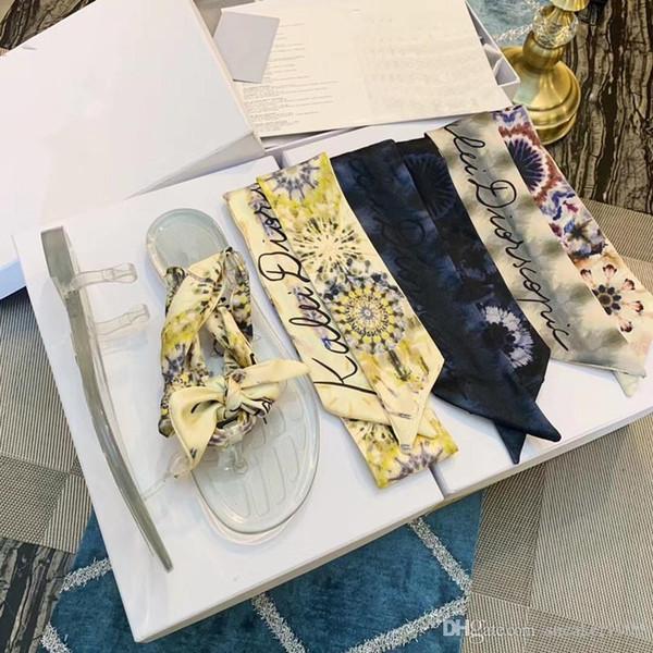 2019 Tasarımcı marka Sandalet Moda Bayan sandalet çiçek baskılı perçinler plaj çevirme terlik bn19050402 flop